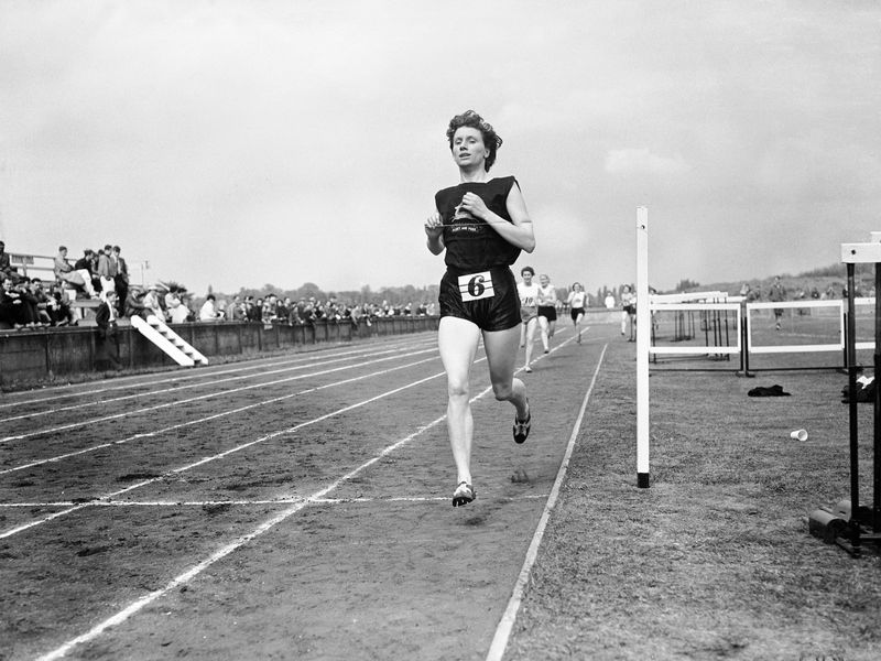 Diane Leather winning the women's 880 yards in 2:15.8 on May 12, 1956. (PA Images / Alamy Stock Photo)
