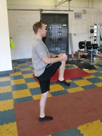 Stretching the first glute muscle